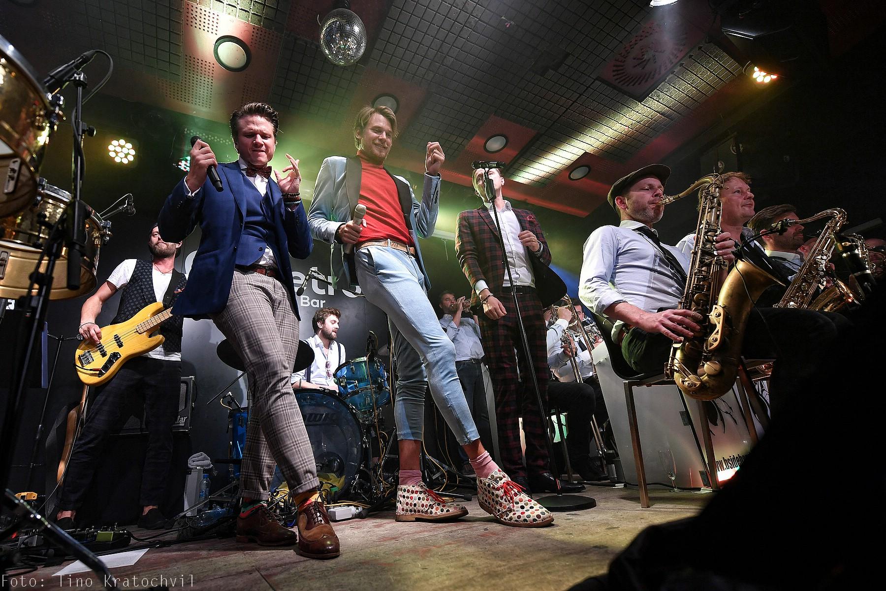 LIVE: Svatá trojice Dyk, Brzobohatý a Ruml s podporou B-Side Bandu vyprodala La Fabriku